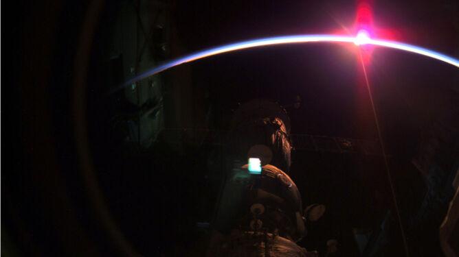 Wschód słońca widziany z kosmosu